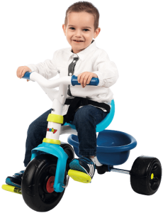 garçon assissur le tricycle smoby be fun