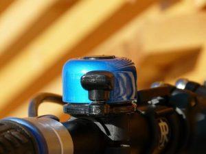klaxon bleu sur le vélo