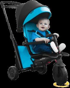 bébé assis dans le tricycle bleu et noir