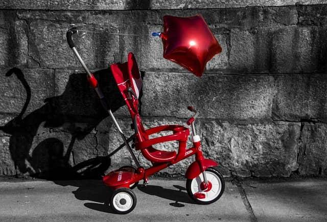 tricycle poussette rouge avec canne de poussée